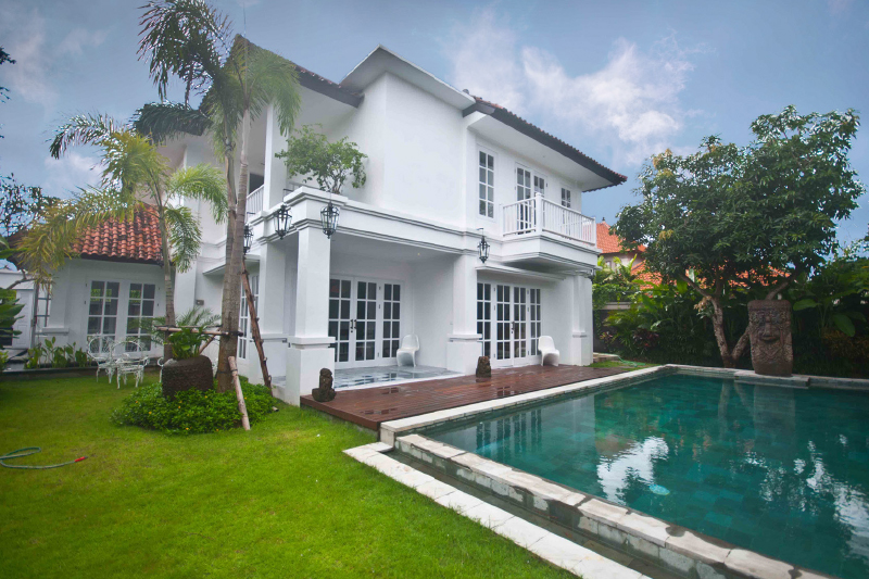 Great Location For Colonial Villa at Oberoi, Seminyak