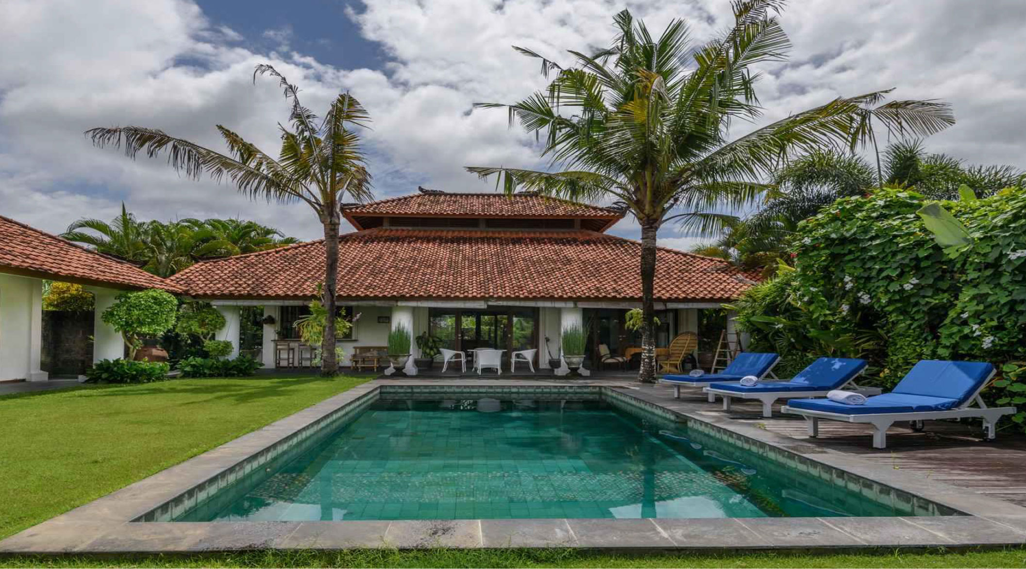 Serene living with rice field views in Canggu