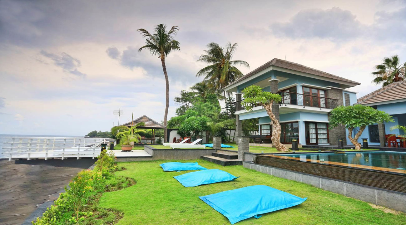 Beautiful North Bali Beachfront Villa