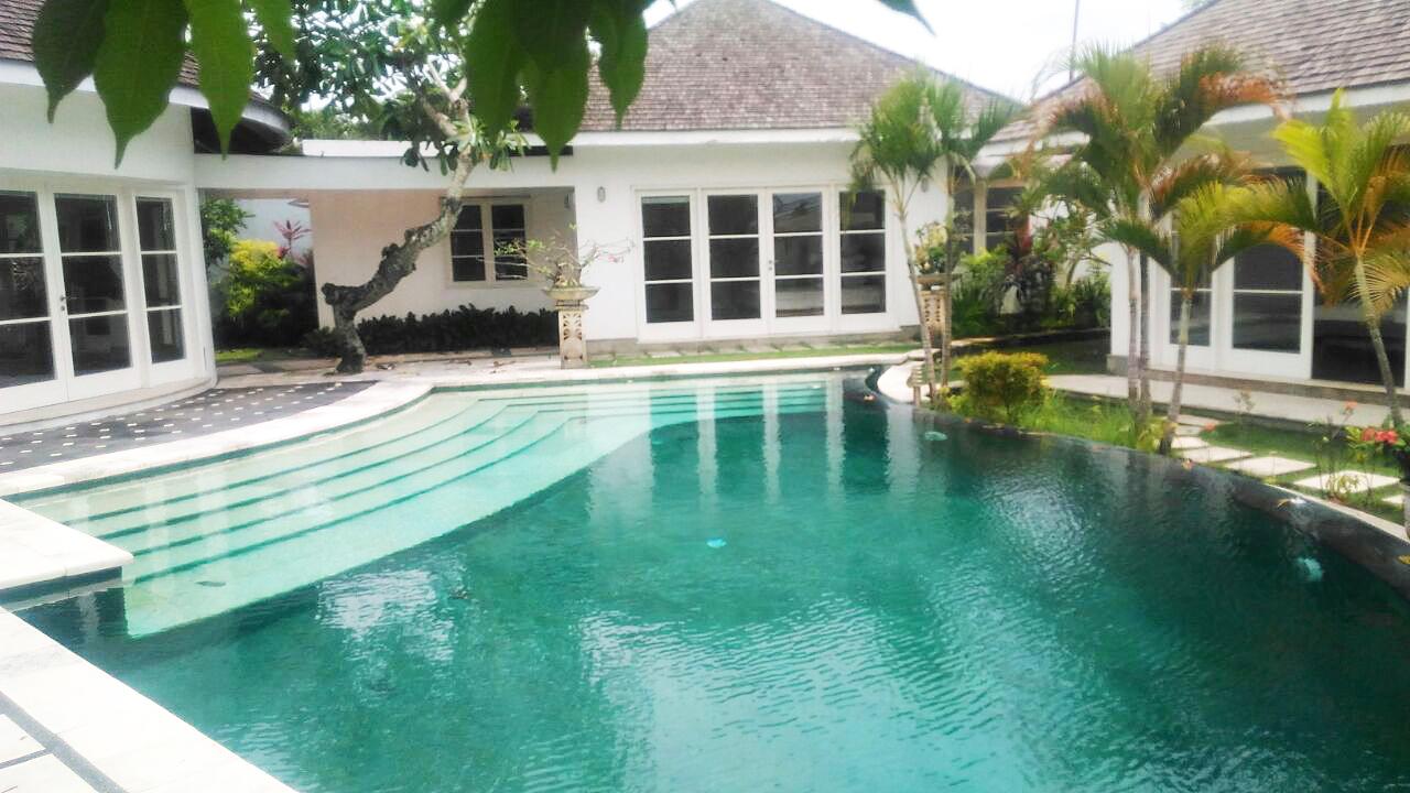Rental Villa in Batu Bolong for Immediate Possession