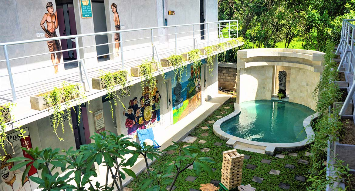 HOSTEL TARGETING GLAMPACKERS SUITED FOR OWNER/OPERATOR